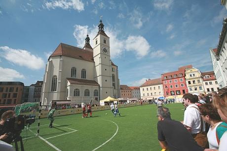 Blindenfußball mitten in Regensburg