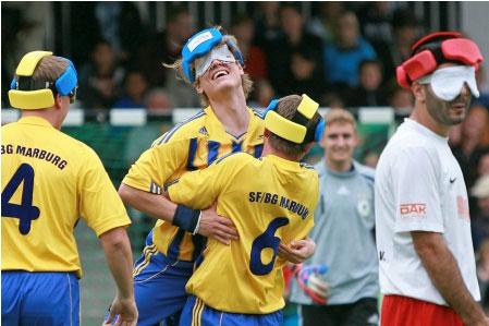 Treffen im allerletzten Spiel der Saison auf dem Freiburger Münsterplatz auf den Titelverteidiger: SF/BG Blista Marburg