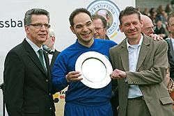 Erhielten den Ehrenpreis der Bundeskanzlerin: Bayram Dogan und Holger Stäbel vom VfB Gelsenkirchen