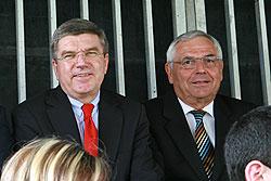 Verfolgten gespannt das Spielgeschehen: Karl Rothmund und DOSB-Präsident Dr. Thomas Bach