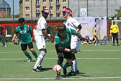 Blindenfussball - eine Mischung aus Fußball und Eishockey