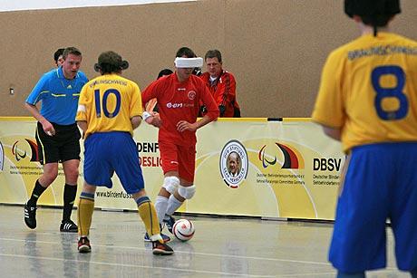 Erstmals sind die DBFL-Teams bei einer offiziellen Hallenmeisterschaft am Rasselball