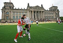 Mit Fussball in die Mitte der Gesellschaft