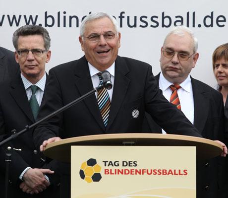 Für den Blindenfußball engagiert - Stiftungsvorsitzender Karl Rothmund